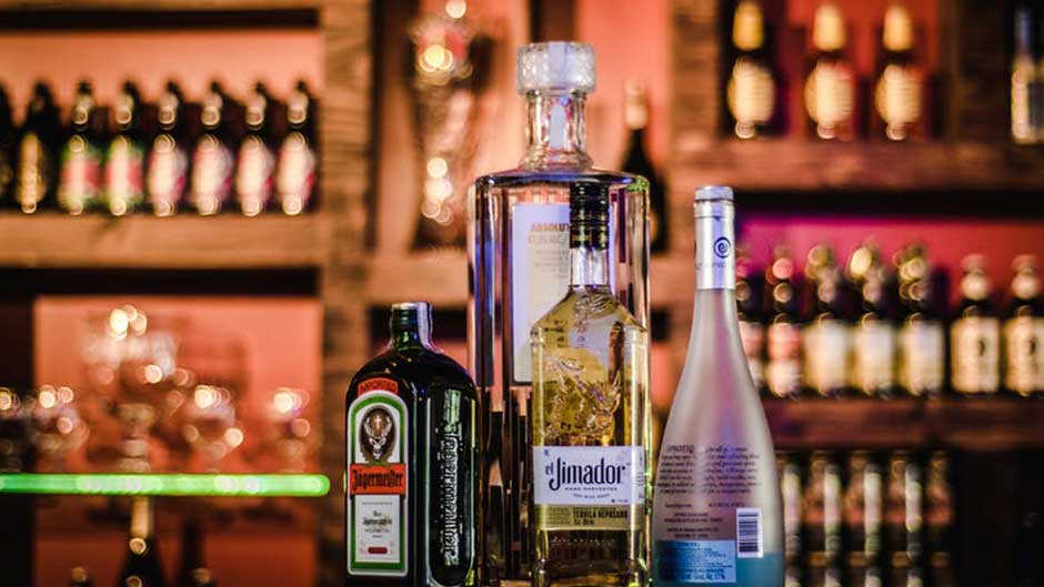 Festive Season Reality Check: Can Alcohol Damage Your Hips?