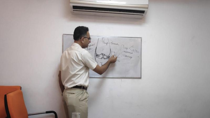Dr. Puneet Mishra sharing Knowledge with Team MediGence